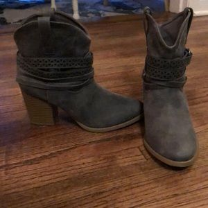 SO Cowgirl boots - never worn